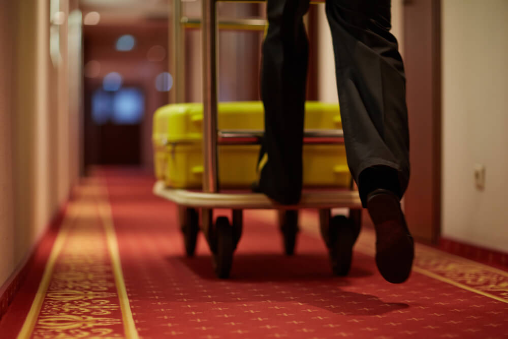 how to promote a hotel online